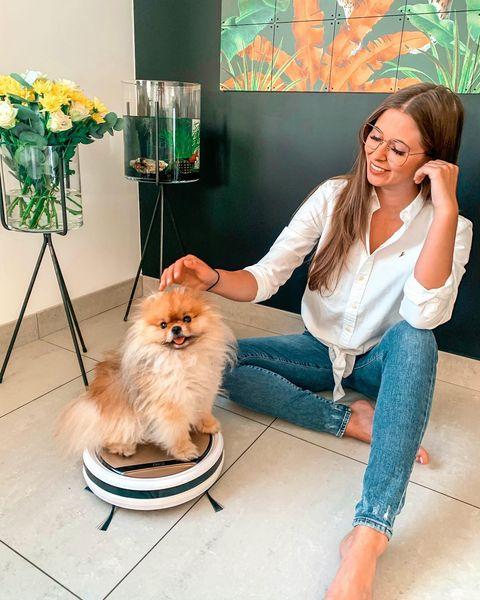 Zaco-robot-stofzuiger-hond-huiskamer